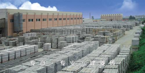 以石米,中粗砂为原料,采用高频震荡,高压成型的方式生 产,集互锁和